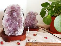 Amethist lamp Mooi lamp op houten voet Uniek Paars Chakra Voorhoofdchakra (6e) en kruinchakra (7e) Ituïtie, spirituele groei