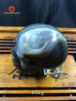 Crystal skull. hand-carved skull. Quartz geode on agate and rock crystal gangue. Unique Piece 7.5 6 4cm 0.410kg